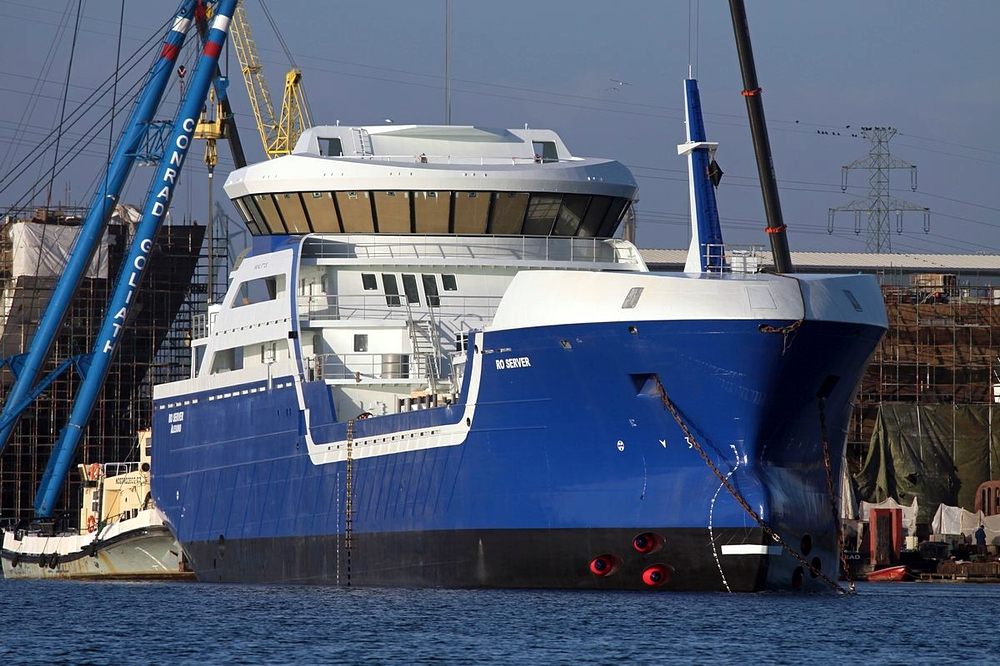 Ro Server hull delivered from Marine Projects towed to Norway