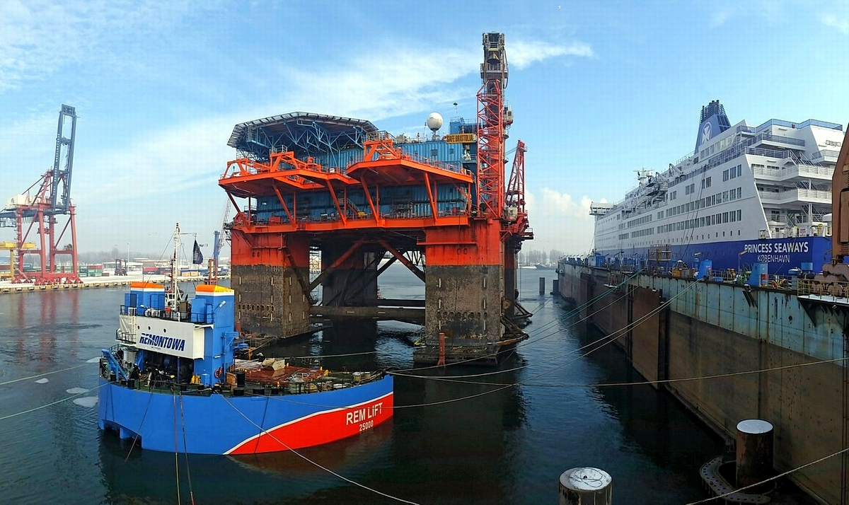 Safe Bristolia during docking operation on January 23, 2016 r. Photo: Piotr B. Stareńczak