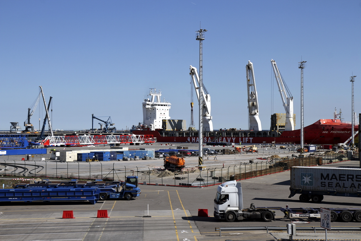 First STS cranes for the new T2 berth already in DCT Gdańsk