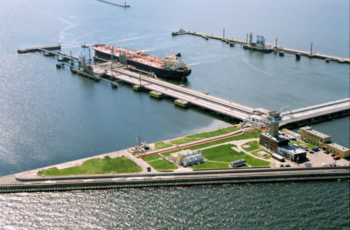 Tankers with crude oil transported from all over the world call the Naftoport terminal, Gdańsk. Photo: Naftoport