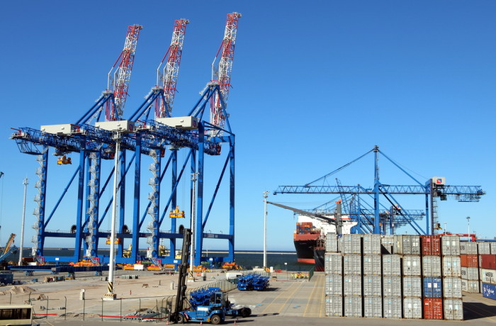 The three recently delivered STS cranes, already on rails. Photo: DCT