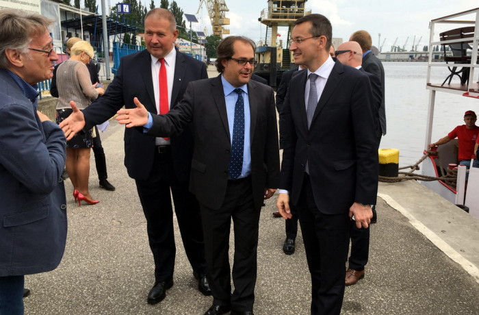 Deputy PM Mateusz Morawiecki (first on the right) accompanied by the minister of maritime economy and inland waterway navigation Marek Gróbarczyk (in the middle) on the premises of the former Szczecin shipyard on July 13, 2016. Photo: MGMiZS