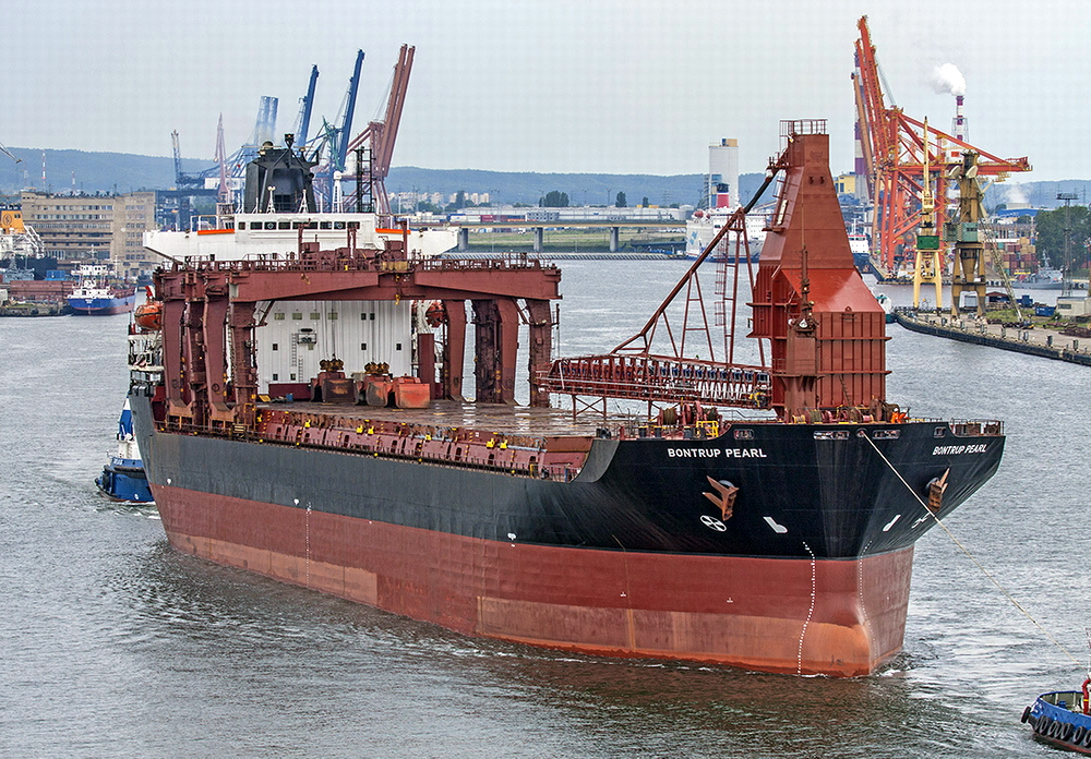 Gantry crane OHBC converted into self-unloading bulk carrier at Vistal