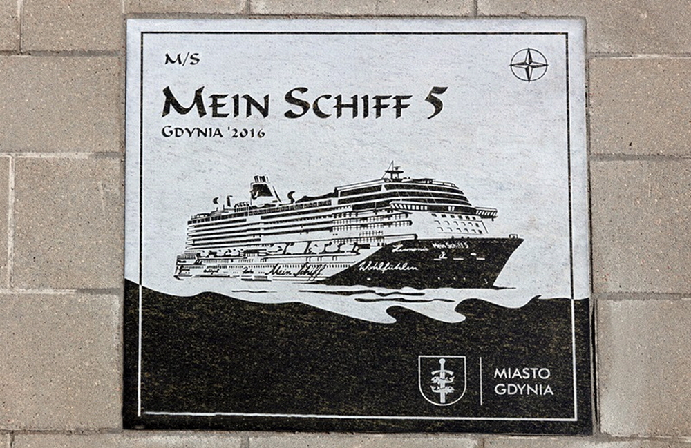 A special plaque dedicated to the Mein Schiff 5 was built-in the quay at the Port of Gdynia. Photo: H. Sagan/Port of Gdynia