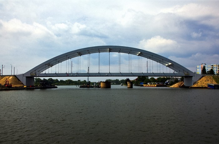 The new railway bridge over the Martwa Wisla leading to the Port of Gdansk. Photo: D. Dulian / www.portgdansk.pl