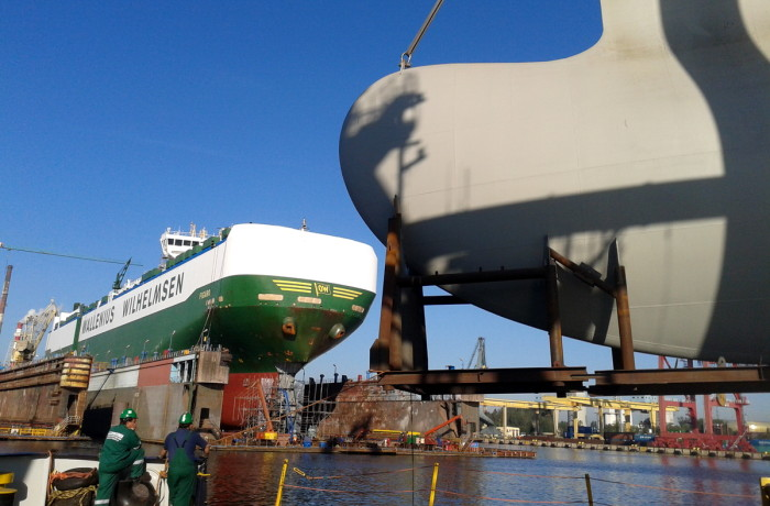 The newly fabricated bulbous bow for the Figaro lifted up by the floating crane REM-220, prior to its transfer towards the ship. Photo: courtesy of Remontowa SA