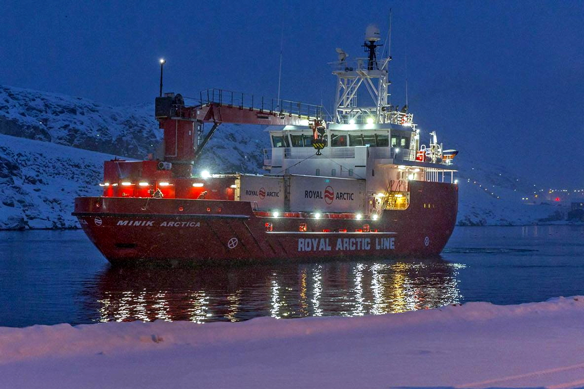 Welcoming Minik Arctica in the port of Nuuk, Grenland Photo: Royal Arctic Line