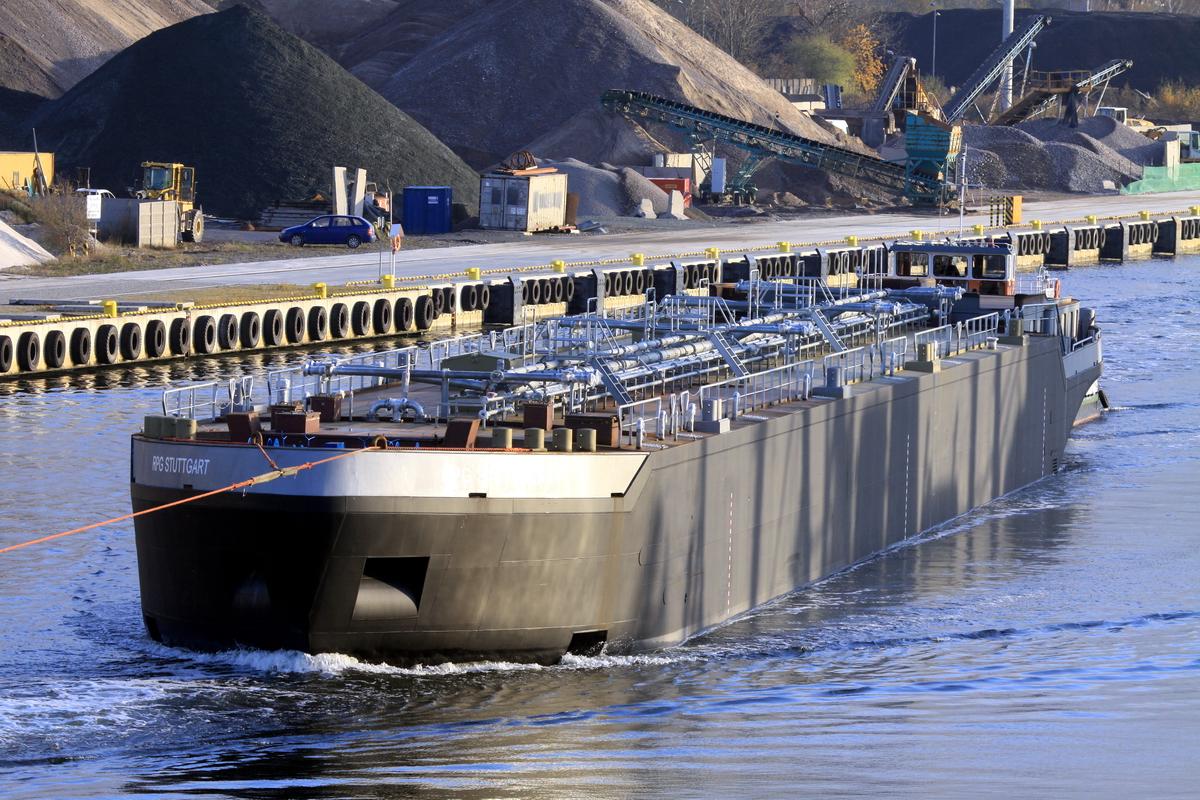 Vistula river tow of inland waterway tanker built for Veka