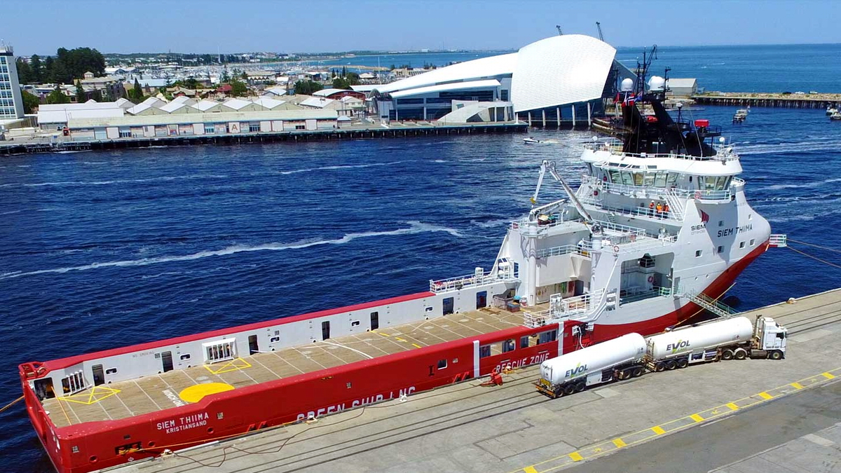 Polish built PSV Siem Thiima bunkered with LNG in Australia