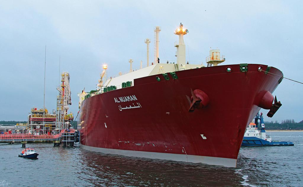 Q-Flex LNG carrier mooring at Swinoujscie LNG import terminal. Photo: Piotr B. Stareńczak