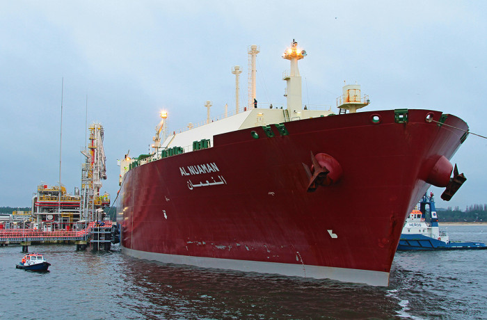 Q-Flex LNG carrier mooring at Swinoujscie LNG import terminal. Photo: Piotr B. Stareńczak
