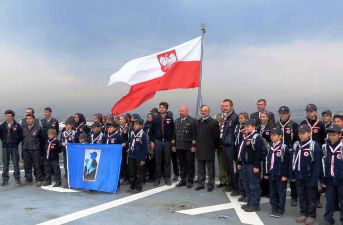 Turkish scouts and Polish banner onboard ORP Kontradmirał X. Czernicki