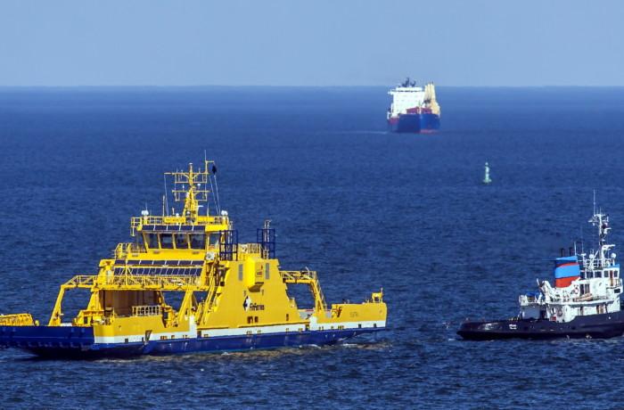 Electric propulsion ferry Elektra, under tow in Gdynia, bound for Finland. Photo: Piotr B. Stareńczak