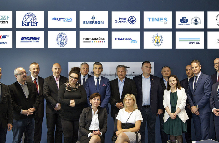 Representatives of founding members of the Polish LNG Platform