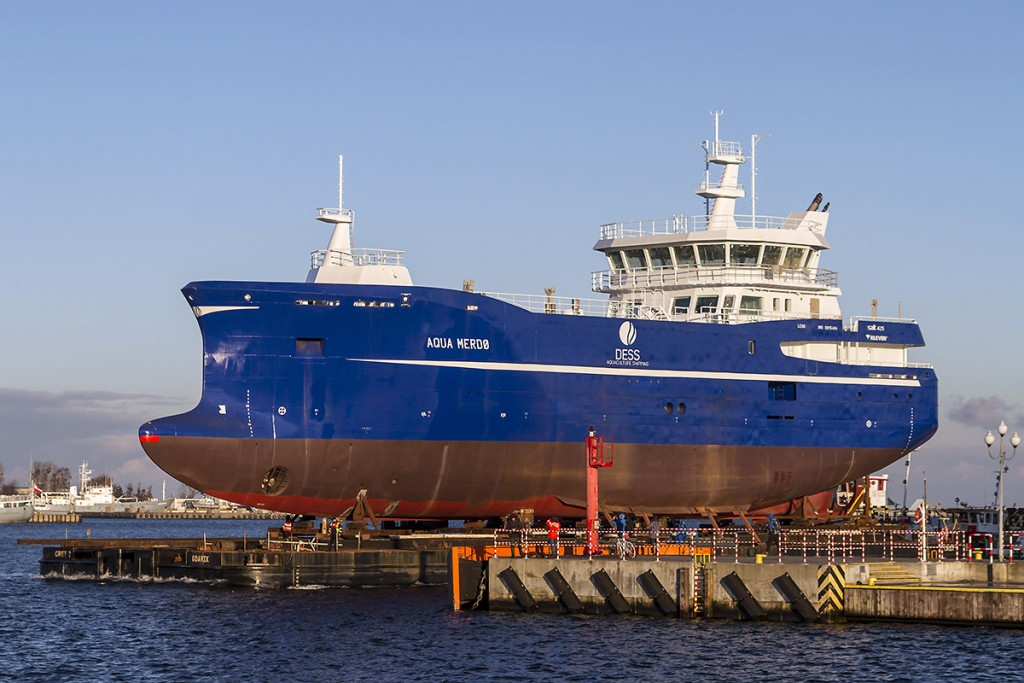 Aqua Merdø on its way to a floating dock for launching