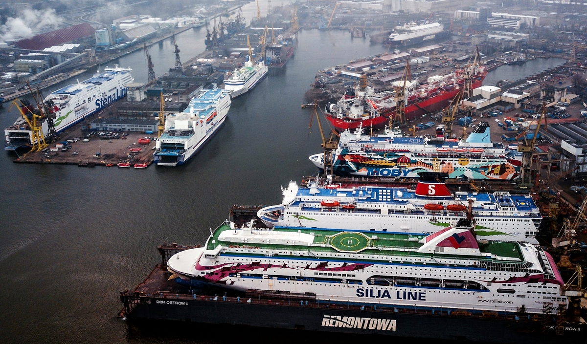 Ferry parade at Remontowa Shiprepair Yard in Gdansk [VIDEO]