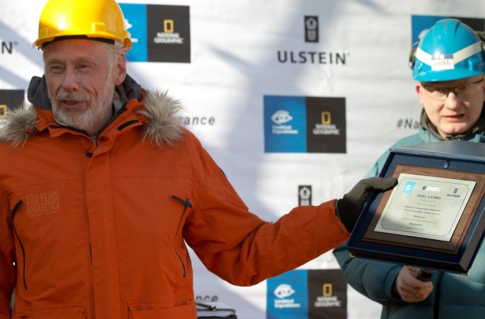 Sven Lindblad with a keel laying ceremony diploma, photo by Piotr Czarnecki