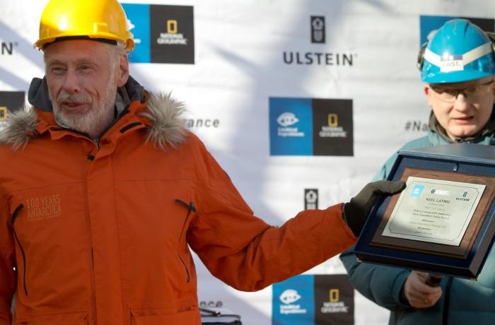 Sven Lindblad with a keel laying ceremony diploma, photo by Piotr Czarnecki
