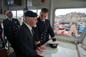 On Apil 7, the CO of HMS Example had the privilege of presenting a Royal Navy beret to Richard Polanski, a 96 yr old WW2 veteran. He will be wearing the beret in a couple of weeks for ANZAC Day, in Australia.