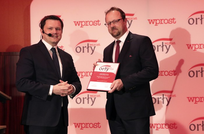 "On behalf of Remontowa Shiprepair Yard, the Wprost Eagle award was accepted by Michał Habina, CEO of Remontowa SA. On the left side: Jacek Pochlopien, Editor-in-Chief of the ""Wprost"" weekly."