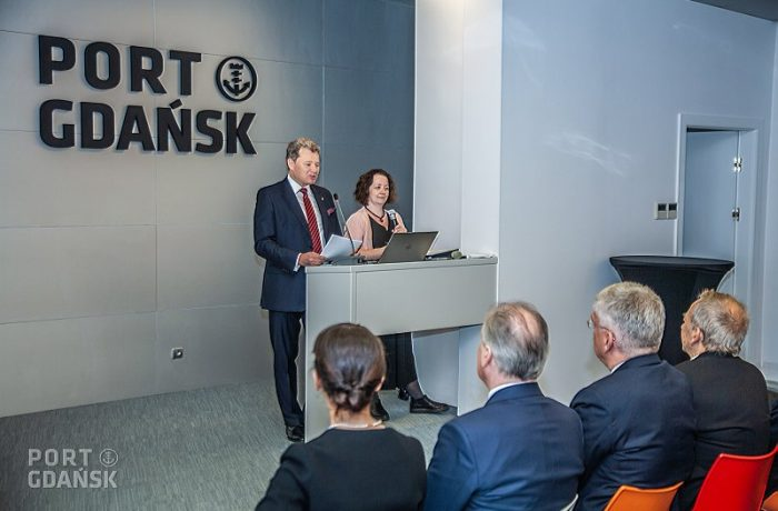 On the left: Slawomir Michalewski, Vice-President of Financial Affairs at the Port of Gdansk.