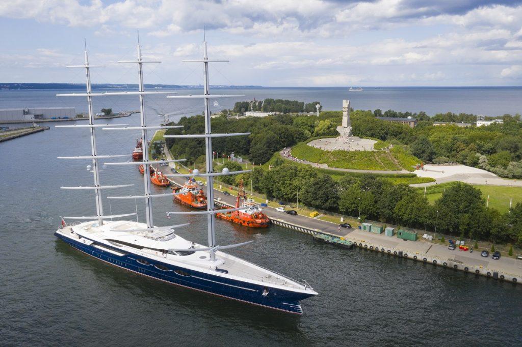 """Yacht """"Black Pearl"""" in Gdansk"""