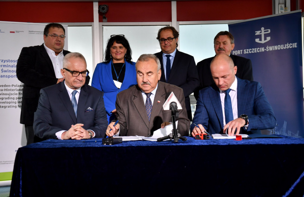 Agreement to adapt the ferry terminal to handle intermodal transport