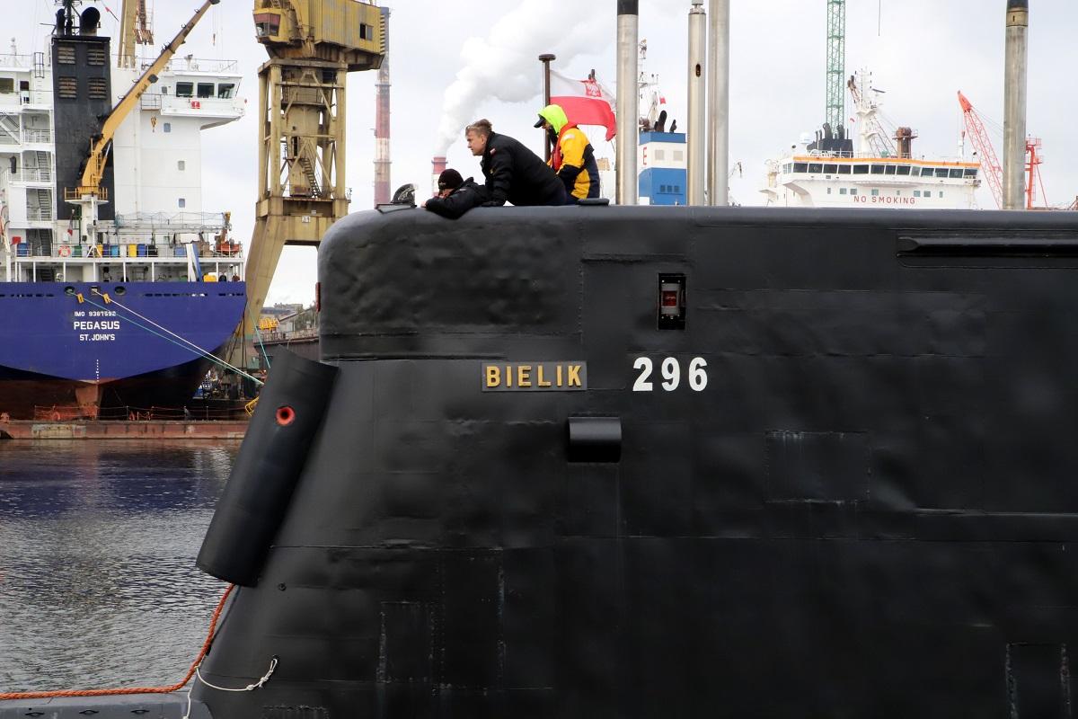 ORP Bielik in Remontowa Shiprepair Yard SA [VIDEO]