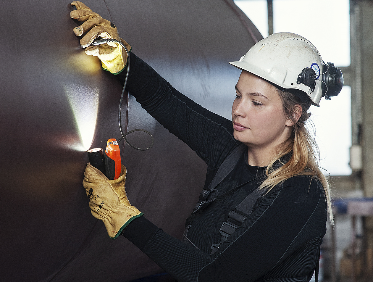 Women build ships too. Report on women's careers in the maritime sector