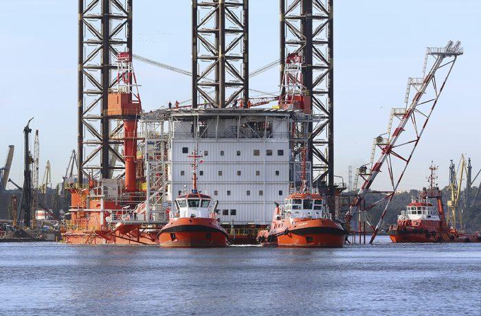 Lotos Petrobaltic platform left Gdańska Stocznia Remontowa SA