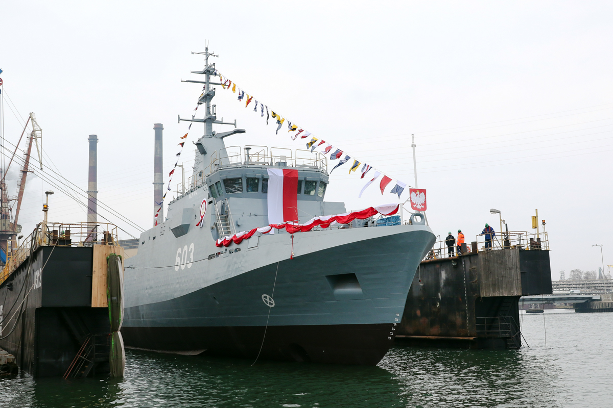 Launching of the ORP Mewa minehunter and the H-13 Przemko tugboat for the Polish Navy