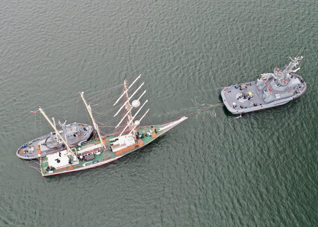 H-3 tug Leszko and ORP Iskra