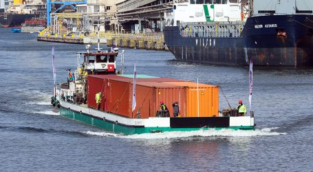 First ever commercial cruise on the Vistula River with a cargo of containers