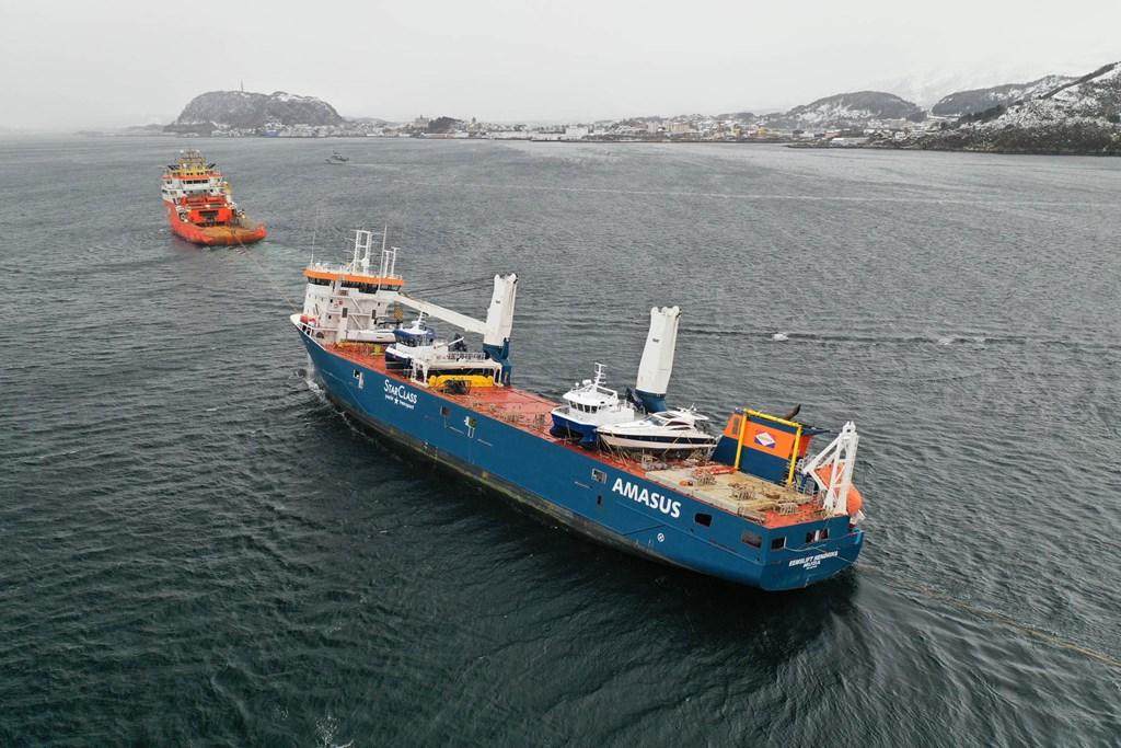 Hendrik's Eemslift vessel safe in Alesund