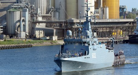 The Albatros minehunter on sea trials