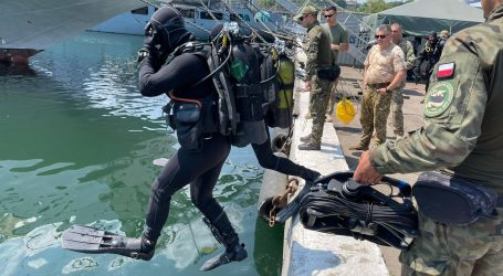 Miner divers from the 8th Flotilla in an exercise in the Black Sea