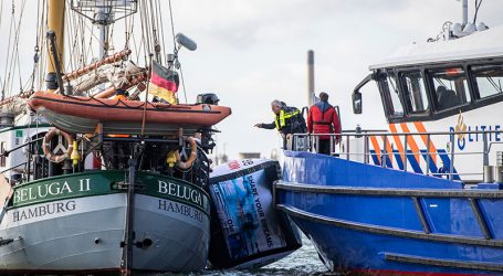22 Greenpeace activists arrested for blocking Shell terminal in Rotterdam port