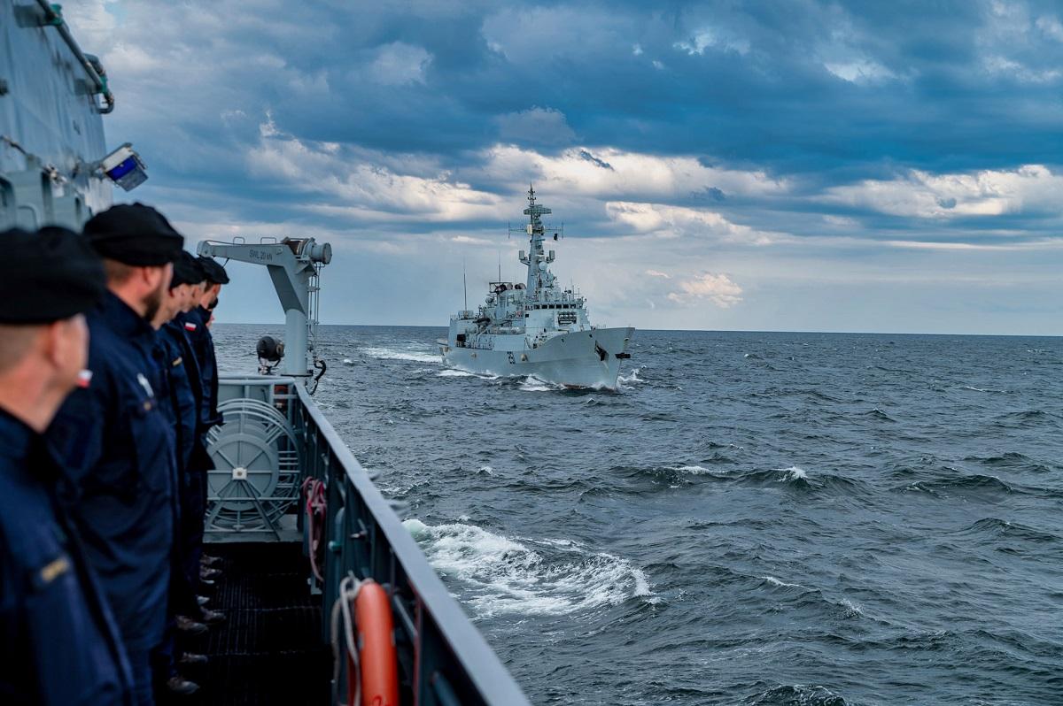 ORP Kormoran with a Pakistani frigate