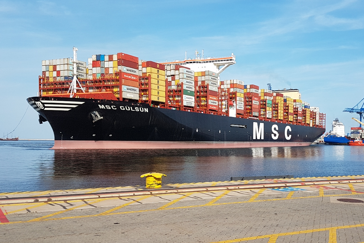 The largest container ship in the world MSC Gülsün already ...